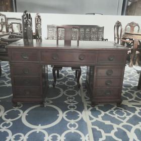 花梨木办公桌两件套 色泽鲜艳,木质结实,是极佳的办公用品