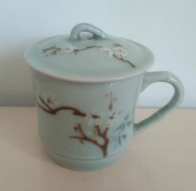 青釉堆白梅花瓷杯一套