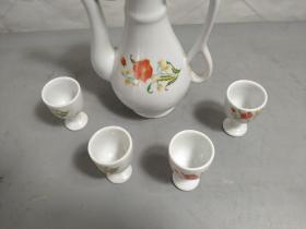 老酒壶酒杯五件套,酒壶一个,酒杯四个,品相完整,尺寸如图,包老包真