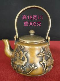 民国二年铜壶一把,雕刻鹿鹤同春,包浆浑厚,品相完整,做工精细,成色如图