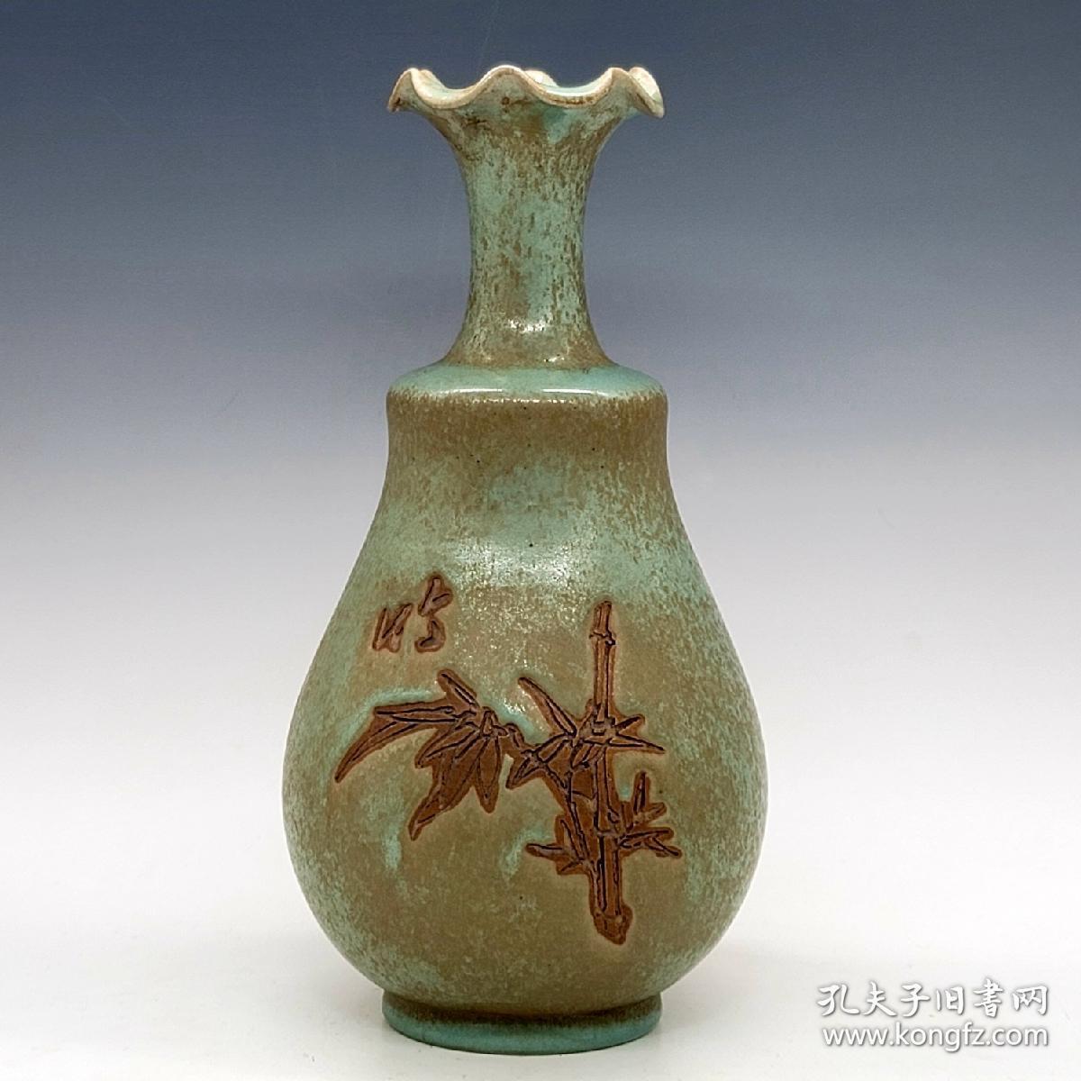 翠竹纹花口瓶。尺寸28*13。