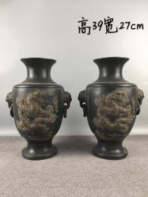 旧藏:紫砂龙凤象鼻耳花瓶 规格:高39宽27cm 简介:纯手工制作,制作精细,包浆厚重,器型完整独特