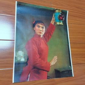 红灯记。李铁梅高举红灯。八个样板戏老照片。