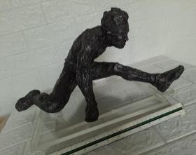 袁熙坤奥运使者系列雕塑(跨越)