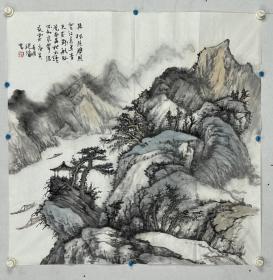 """薛从伦,号山民主意,现居北京。教授、国家一级美术师、中国美术家协会会员、中国传统水墨画研究院院长、中国国家画院范扬工作室画家。 1982年毕业于西北师范大学美术系中国画专业。执教兰州大学,筹建艺术系,教授。80年代后期以""""西北风""""推出个人画展在国内巡回展出后,引起了美术界和社会的极大关注,成为黄土高原颇具代表性的实力派画家。"""