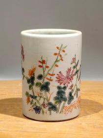 纯手绘粉彩四季花卉笔筒,纯手绘,画工细致胎质细腻,纯手绘,画工细致胎质细腻,色彩自然,保存完整,成色品相如图。