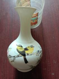 瓷器,高档瓷器,花鸟,瓷瓶一只,形象逼真,活灵活现,栩栩如生。雅俗共赏!完整无缺。到手无任何遗憾!详情见图以及描述。