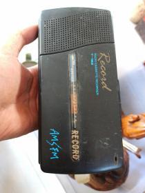 老式,录放两用机,带收音机。
