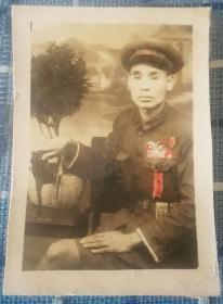 1950年志愿军54军162师485团3营机炮连指导员(著名的金汤桥连)爆破大王李全顺照片