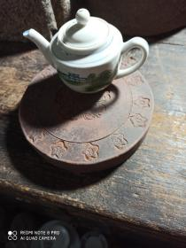 九十年代陶制宝莲花饰圆壶承