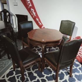 柚木海派餐桌五件套 耐腐蚀,颜色在光合作用下会变成金黄色,稳定耐用,不长不裂不变形 桌子74*74*73  椅子42*40*82