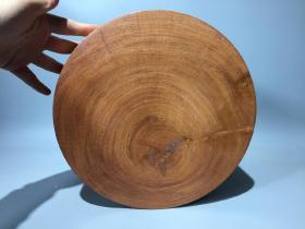 黄花梨画筒一个,直径32厘米,全品无瑕疵,尺寸如图。