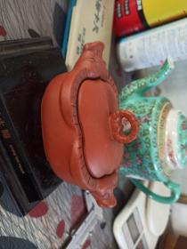茶入,紫砂挂釉。双耳牛头罐。
