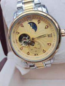 收到带包装原盒的老手表一块品相不错具体自己看图 按图发货二手物品看好拍售出一律不予退换谢谢合作理解
