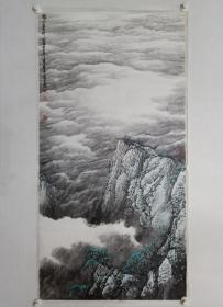 保真书画,当代著名画家,云海画派开创者,钟章法先生四尺整纸山水画精品《几片白云伴山居》,纸本托片。