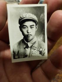 五十年代佩戴朝鲜战争纪念章——三枚——军人照片