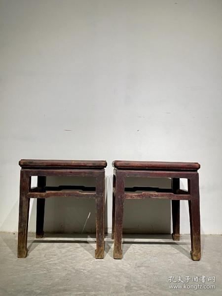 老榆木方凳方杌一对,做工精细,包浆一流,坐面47×47厘米,高51厘米