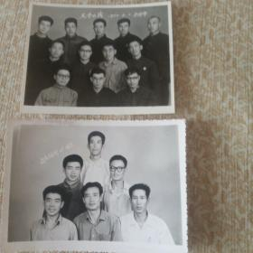 七十年代带文字老照片两张合售(一张风华正茂1970年呼市背面有人名,一张团结战斗1975国庆,)