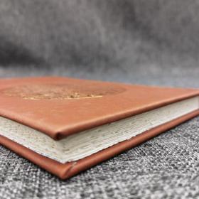 独家限量小羊皮·封面烫金·布面函套·辛德勇签名钤印《史事与史笔》(精装毛边本,一版一印)