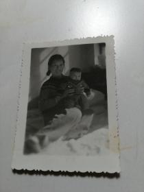 女人小孩照片