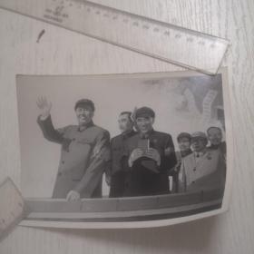 毛主席和林彪等接见红卫兵照片(高12,宽17厘米)