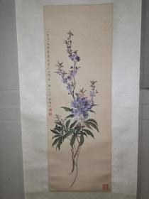 绢本,潘静淑(吴湖帆夫人)设色花卉轴,画工精妙。风华绝代。约民国旧物。略有霉斑,