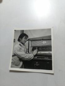 老式录音机女士合照