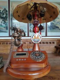 老台灯老电话机,高1.26米/直径28厘米,材质橡木,电话和灯是铜的,品相一流,保老保真。
