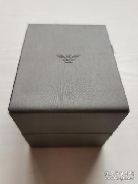 Armani阿玛尼手表盒,腕表盒,内部尺寸长8.5cm,宽7.5cm,高6cm。