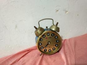 钻石牌机械蓝色闹钟.