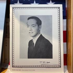1957年诺贝尔物理学奖得主 李政道 亲笔签名 黑白肖像图片一张