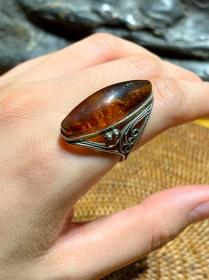 老琥珀大戒指