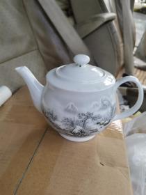 景德镇 雪景图 茶壶,约八十年代,胎薄如纸。