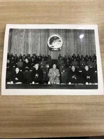 1959.宋庆龄 刘少奇 毛泽东 朱德 周恩来同志在第二届全国人民代表大会第一次会议主席台上 黑白老照片一张
