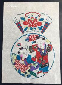 《唐子嬉戏图》1件,现代当代民俗版画,日本所购,应是中国之物,木版水印,设色彩印,画作内容为两名天真活泼的唐子在嬉戏等,印工好,设色生鲜靓丽,版面精美,亦属稀见。