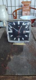 漂亮60年代双菱牌闹钟,玻璃坏了一块,余完整,当零件卖,38包邮