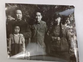 毛主席和家人合影,60年代新华社资料照片