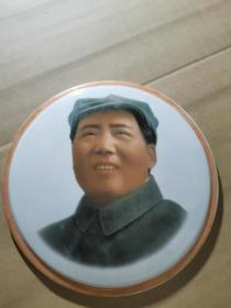 厂货全新库存:文革时期 江西革委会 制毛主席瓷像章,直径20厘米。珍品。品如图