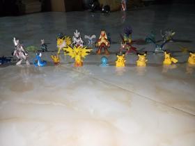 梦幻  铁甲超梦 宠物小精灵 神奇宝贝 口袋妖怪 童年老版玩具(25)个      品相如照片一样,是不是印刷品不知道,是小时候得到的。这样的精灵有很多,喜欢的可以私聊。