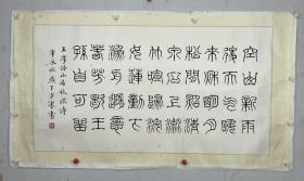 """康默如 尺寸 128/69 镜片 号少康,字龙友,祖籍河北乐亭,1957年生于广州东山。著名书法家,国家博物馆研究馆员。康默如是康雍之子,大康之侄。康氏一门是国内书法世家,世称""""五康""""。少康精通篆、隶、草书,临习精博,出入《丧乱》、《苦笋》、《风信》诸贴,恪守法度,气息高古,更得益于孙过庭《书谱》的奇崛雄健。少康之书,力矫时弊,独标风骨,将遒媚与质朴融为一体,不坠流俗。"""