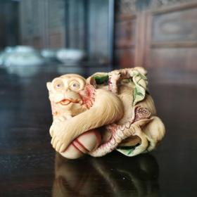 猴子摘桃牙挂件