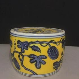 明黄釉青花瓜果纹蛐蛐罐