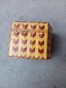 套盒。大的套小的。