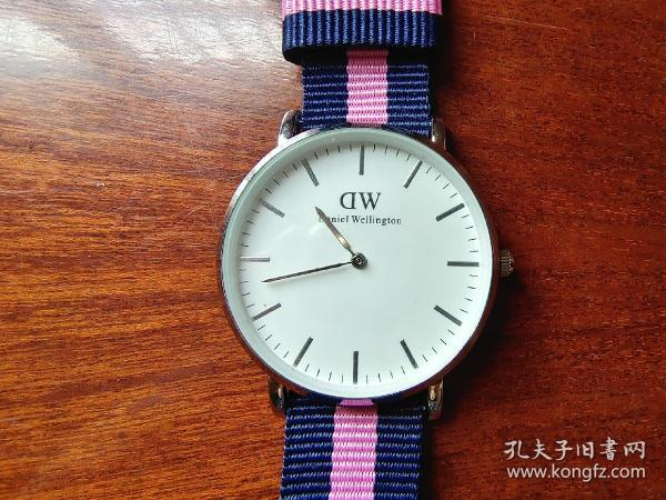 DW电子手表(全新好用)