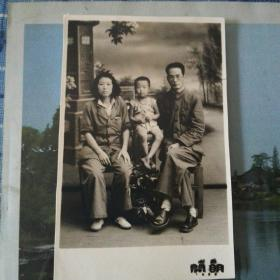 1950年太原中学(第五中学)老校长张树民与妻子的合影
