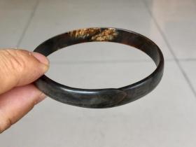 珍贵材质的《手镯》包浆浑厚,保存完好。适合佩戴