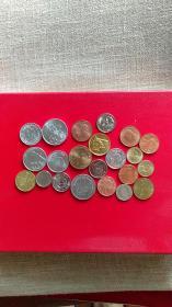 一堆外国硬币20多枚,大多新币品相好