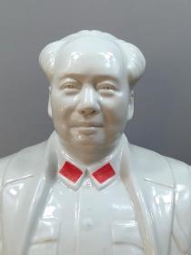 唐山一厂毛主席半身瓷像,面带笑容,品像完好,收藏佳品。