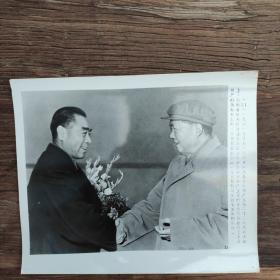 超大尺寸:1961年,周恩来访苏回国,毛泽东亲临首都机场欢迎