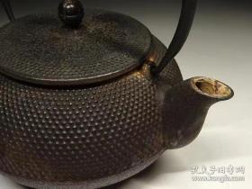 日本早期实用老铁壶时铁壶四个(高15cm寛15cm左右)大小不一。单个600。四个一起1500